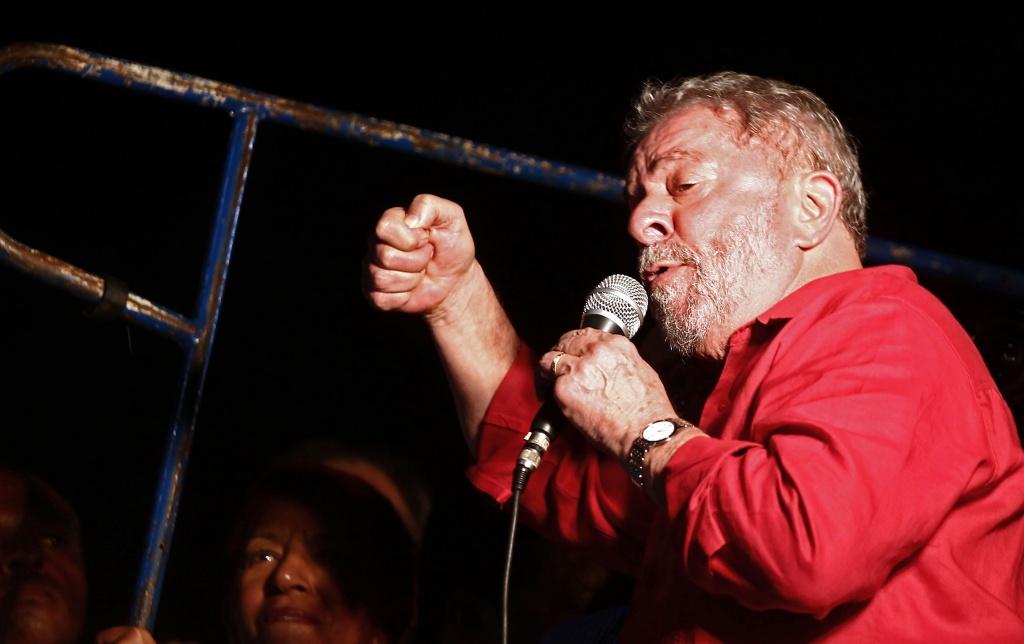 São Paulo - O ex-presidente Luiz Inácio Lula da Silva de ato na Avenida Paulista contra o impeachment e a favor da democracia (Juca Varella/Agência Brasil)
