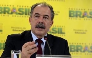 Brasília - O ministro da Educação, Aloizio Mercadante, em coletiva à imprensa, fala sobre  delação premiada do senador Delcídio do Amaral (Valter Campanato/Agência Brasil)