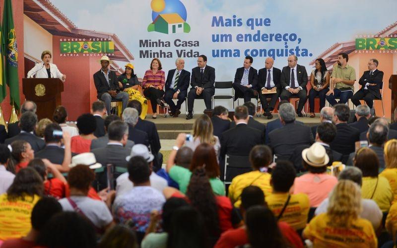 Brasília - Presidenta Dilma Rousseff participa da cerimônia de lançamento da terceira etapa do Programa Minha Casa Minha Vida para contratar mais 2 milhões de moradias até 2018 (Antonio Cruz/Agência Brasil)