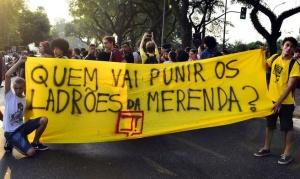 São Paulo - Estudantes secundaristas fazem manifestação contra a máfia da merenda em frente à Assembleia Legislativa (Rovena Rosa/Agência Brasil)