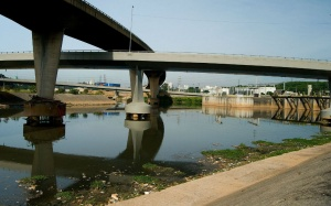 Ato em Osasco pede despoluição do ria Tietê