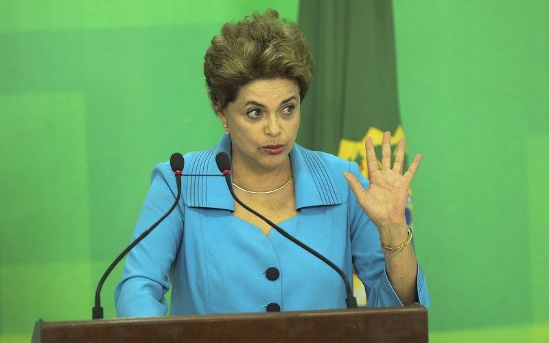 Brasília - Em declaração à imprensa, a presidenta Dilma Rousseff fala sobre a aprovação da abertura do processo de impeachment pela Câmara dos Deputados (Valter Campanato/Agência Brasil)