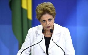 Brasília - Presidenta Dilma Rousseff participa de ato pela democracia no Palácio do Planalto, intitulado Encontro da Educação pela Democracia (José Cruz/Agência Brasil)