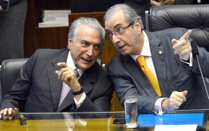 Brasília - O vice-presidente Michel Temer e o presidente da Câmara dos Deputados, Eduardo Cunha, durante solenidade de entrega da Medalha do Mérito Legislativo 2015 (Antonio Cruz/Agência Brasil)
