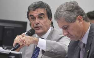 Brasília - O advogado-geral da União, José Eduardo Cardozo, faz sustentação oral em defesa da presidenta Dilma, na Comissão Especial do Impeachment, na Câmara dos Deputados  (Valter Campanato/Agência Brasil)