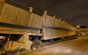 Guayaquil - Na Avenida das Américas, uma ponte caiu como consequência do terremoto que foi registrado durante a noite (César Muñoz/Andes)