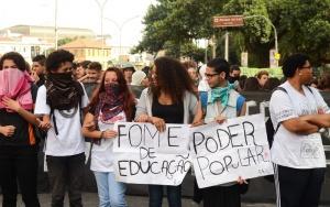 São Paulo - Estudantes secundaristas protestam contra a falta de merenda e as denúncias de corrupção na alimentação escolar (Rovena Rosa/Agência Brasil)