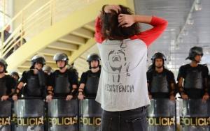 São Paulo - PM entra em escola ocupada por estudantes desde a última quinta-feira (Rovena Rosa/Agência Brasil)