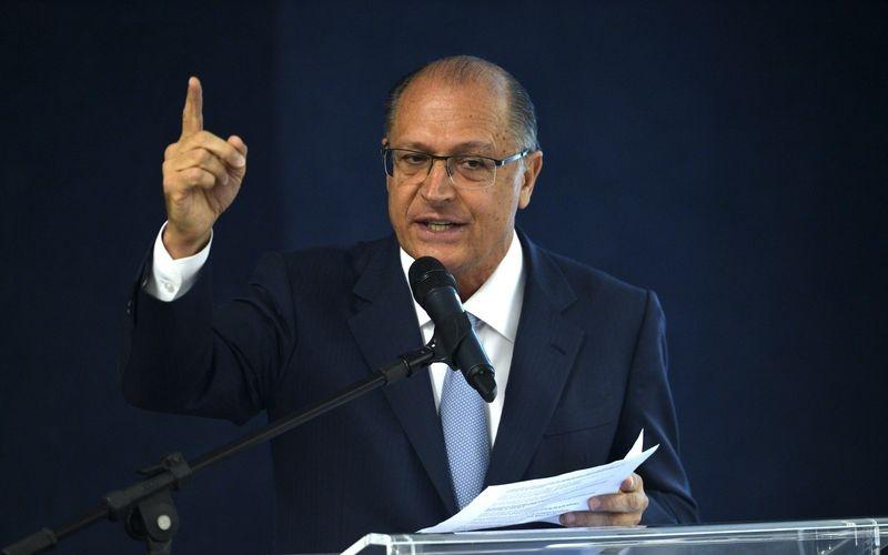 Brasília –  O governador de São Paulo, Geraldo Alckmin, participou de uma audiência proposta pelo ministro Edson Fachin, do Supremo Tribunal Federal (STF) com governadores de estados endividados para discutir a dívida dos estados (José Cruz/Agência Brasil)