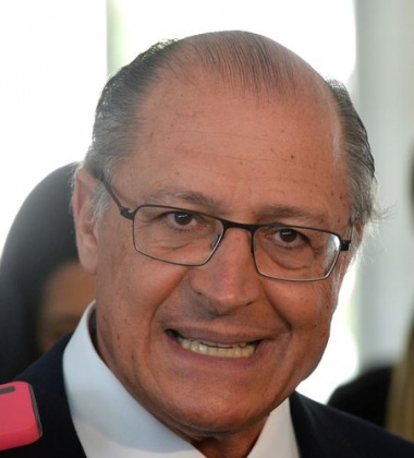 O governador de São Paulo, Geraldo Alckmim, fala à imprensa após audiência com a presidenta Dilma Rousseff, no Palácio do Planalto (Wilson Dias/Agência Brasil)