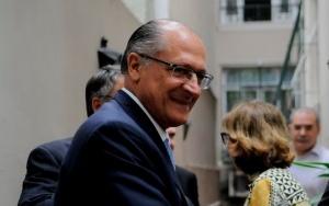 Rio de Janeiro - O governador Geraldo Alckmin, de São Paulo, após visitar o governador Luiz Fernando Pezão em sua residência, no Leblon (Fernando Frazão/Agência Brasil)