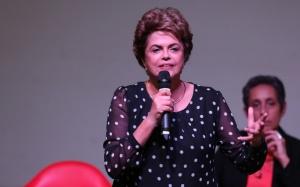 """Brasília- DF 30-05-2016  Presidenta, Dilma durante lançamento do livro """"A resistência ao golpe de 2016""""no memorial Darcy Ribeiro na UNB. Foto Lula Marques/Agência PT"""