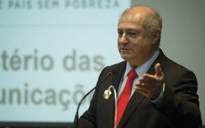 O ex-ministro da Paulo Bernardo transmite o cargo para o novo ministro das Comunicações, Ricardo Berzoini (Marcelo Camargo/Agência Brasil)