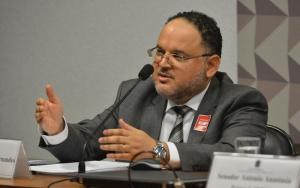 Brasília - Comissão Processante do Impeachment ouve José Henrique Paim, ex-ministro da Educação (Antonio Cruz/Agência Brasil)