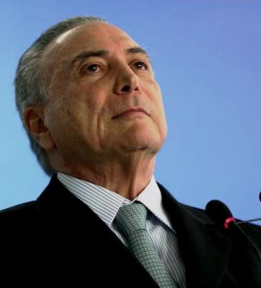 Brasília - O presidente interino Michel Temer dá posse ao novo ministro da Transparência, Fiscalização e Controle, Torquato Jardim. (Marcelo Camargo/Agência Brasil)