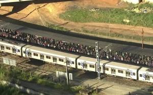 Trem da linha 7 falha