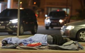 São Paulo 14/06/2016 - CIDADES METRÓPOLE - MORADORES DE RUA - FRIO - INVERNO - Morador de rua embaixo do Minhocão - Elevado Costa e Silva   - Foto: NILTON FUKUDA/ESTADÃO