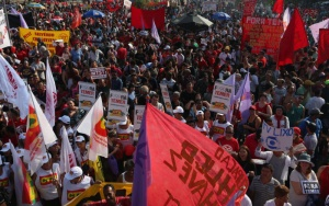 31/07/2016- São Paulo- SP, Brasil- Manifestação a favor da democracia no Largo da Batata em São Paulo. Foto: Paulo Pinto/ AGPT