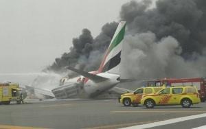 Avião pega fogo em Dubai