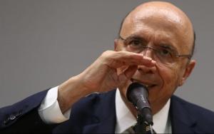 Brasília - O ministro da Fazenda, Henrique Meirelles, durante entrevista coletiva no ministério (Valter Campanato/Agência Brasil)