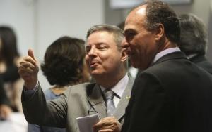 Brasília - O relator, senador Antônio Anastasia e o senador Fernando Bezerra, durante sessão da Comissão do Especial do Impeachment do Senado que aprovou o relatório favorável ao prosseguimento do processo e ao julgamento da presidenta afastada Dilma Rousseff por crime de responsabilidade. (Antonio Cruz/Agência Brasil)
