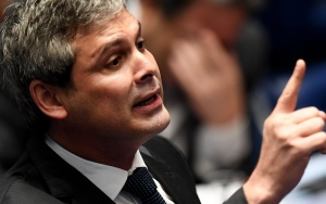 Senator Lindbergh Farias, from Workers Party (PT), speaks during the Senate impeachment trial of Brazilian suspended President Dilma Rousseff at the National Congress in Brasilia on August 25, 2016. The impeachment trial of Brazil's first woman president, Dilma Rousseff, got underway Thursday with high expectations that the suspended leader of Latin America's biggest economy will be sacked within days. / AFP / EVARISTO SA        (Photo credit should read EVARISTO SA/AFP/Getty Images)