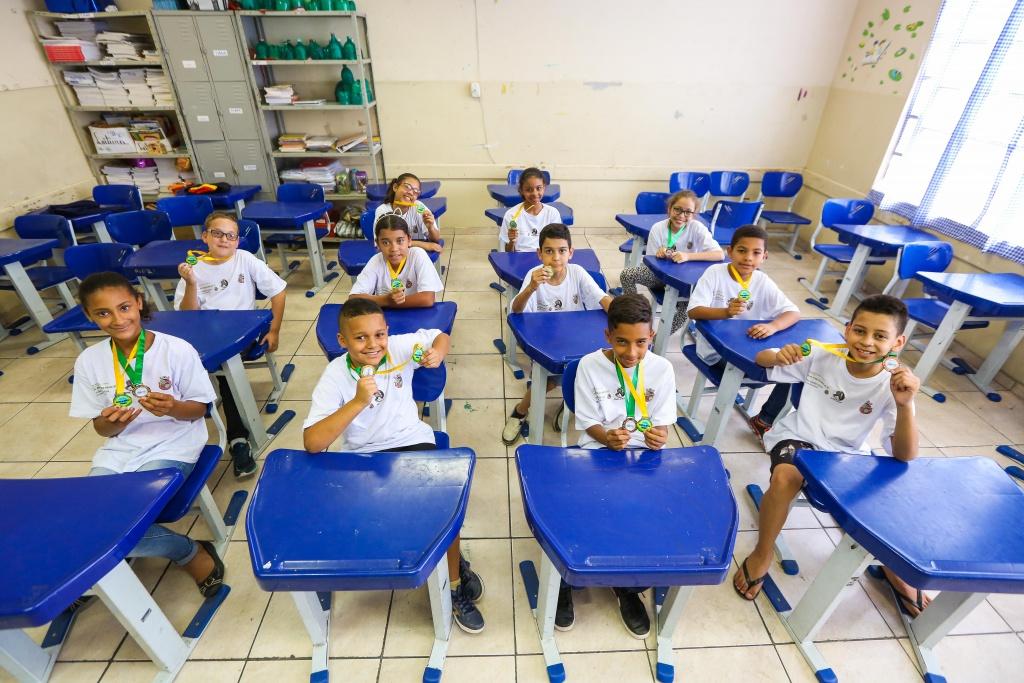 Alunos itapevienses são ouro e bronze em competição de matemática da USP