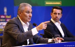 19/5/2017- Rio de Janeiro- RJ, Brasil- O técnico da seleção brasileira de futebo, Tite, anunciou na manhã desta sexta-feira (19) os nomes dos jogadores para os próximos amistosos.  Na foto: Tite, Edu Gapar. Foto: