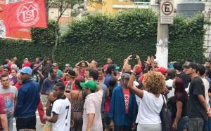 São Bernardo do Campo SP 03 04 2018 Em frente ao prédio do ex presidente  Lula militantes fazem vigília nesta nesta terça feira a partir das 14h. esperando a decisão do STF amanhã que vota o Habeas Corpus  Foto: ©R.Parizotti.