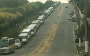 Paralisação dos caminhoneiros e vans escolares.