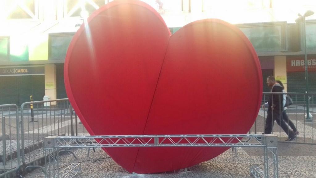 Coração Gigante no calçadão
