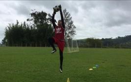 O goleiro Rene Menezes corre atrás do seu sonho de infância