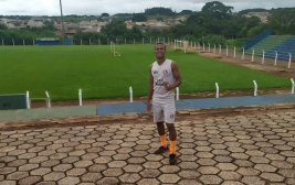Conheça a história de Elinaelson Souza, o jovem que trocou o mundo do crime pelo futebol